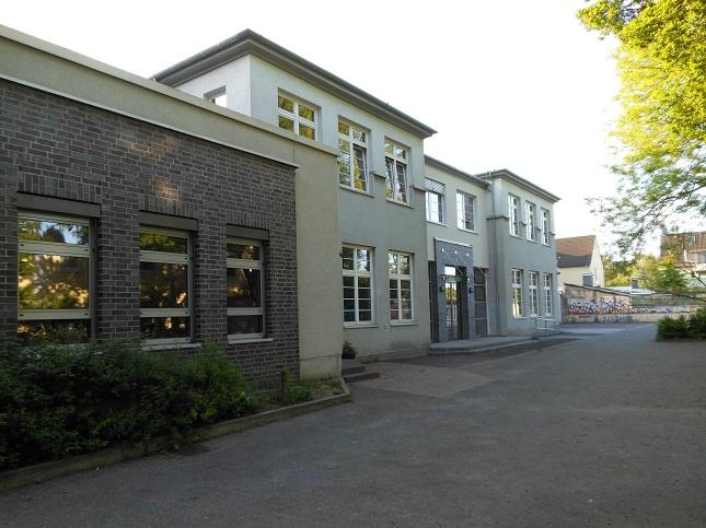 Schulhof Lehn